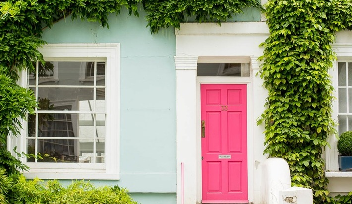 Eight eye-catching hues that can help your home's entrance stand out.